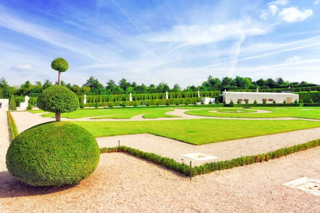 Beautiful-garden-Versailles-Palace-Versailles-was-a-Royal-Chateau-most-beautiful-palace-in-France-and-word-shutterstock_183077432 (1)